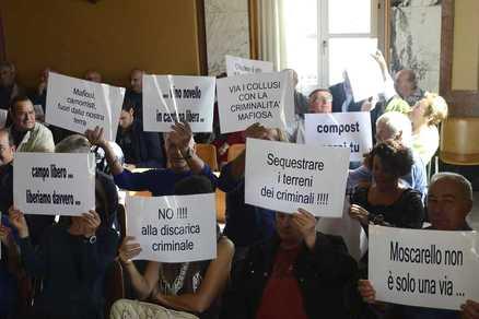 20131110_rifiuti_protesta_in_consiglio
